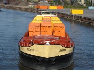 Credit Port de Lille Barge transportant des déchets en conteneur entre les ports d'Halluin et Loos-Sequedin