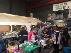 Auberge des migrants, à l'exterieur du camps, qui prépare les repas pour les exilés.