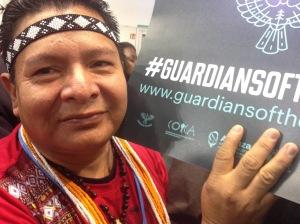 Peuple autochtone luttant contre la déforestation