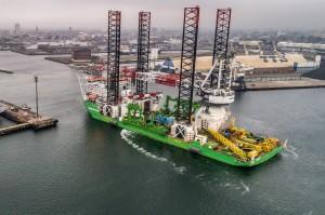 navire d'installation entrant au port de Dunkerque Crédit JL_Burnod