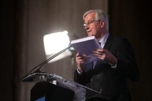 Michel Barnier présentant le traité de négociation du Brexit lors du 8ème Sommet des régions et des villes © European Union / Denis Closon